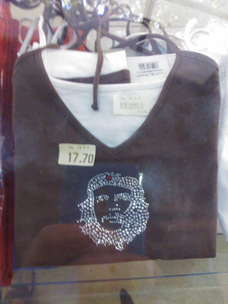 Foto eines T-Shirts mit Strass-Che-Portrait