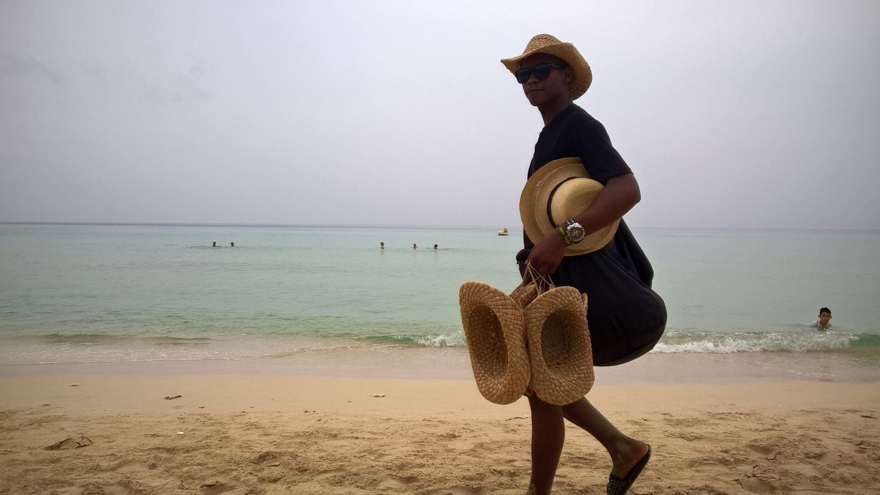 Foto: Stohhutverkäufer an der Playa del Este