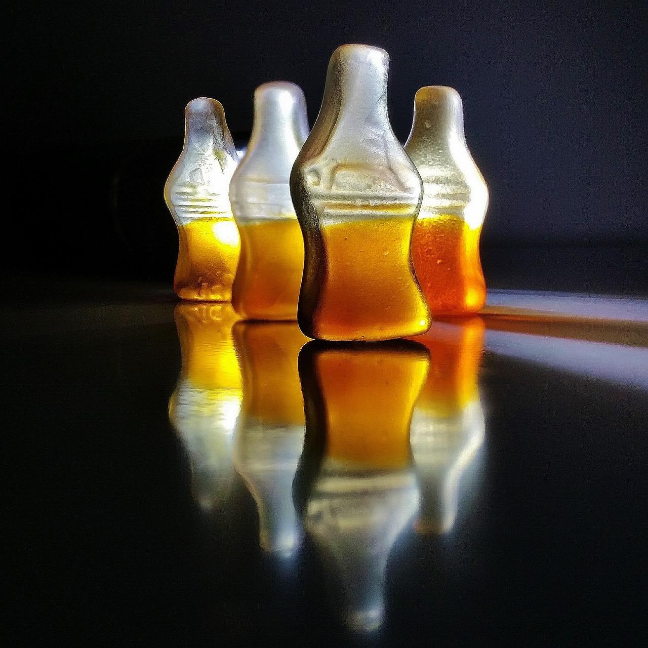 Foto: vier Cola-Gummibärchen