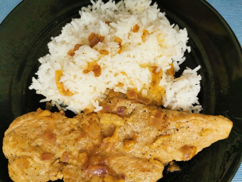 Foto von Reis mit Bistec